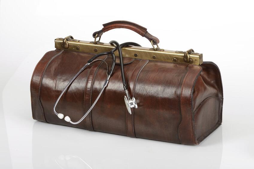 Klassische Arzttasche mit Bügelschloss