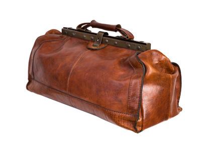 Klassische- Arzttasche-Leder-Bügel-braun