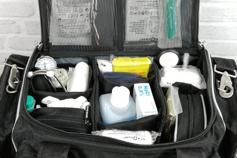 Arzttasche mit Inhalt gefüllt Hauptfach Trennstege Klett